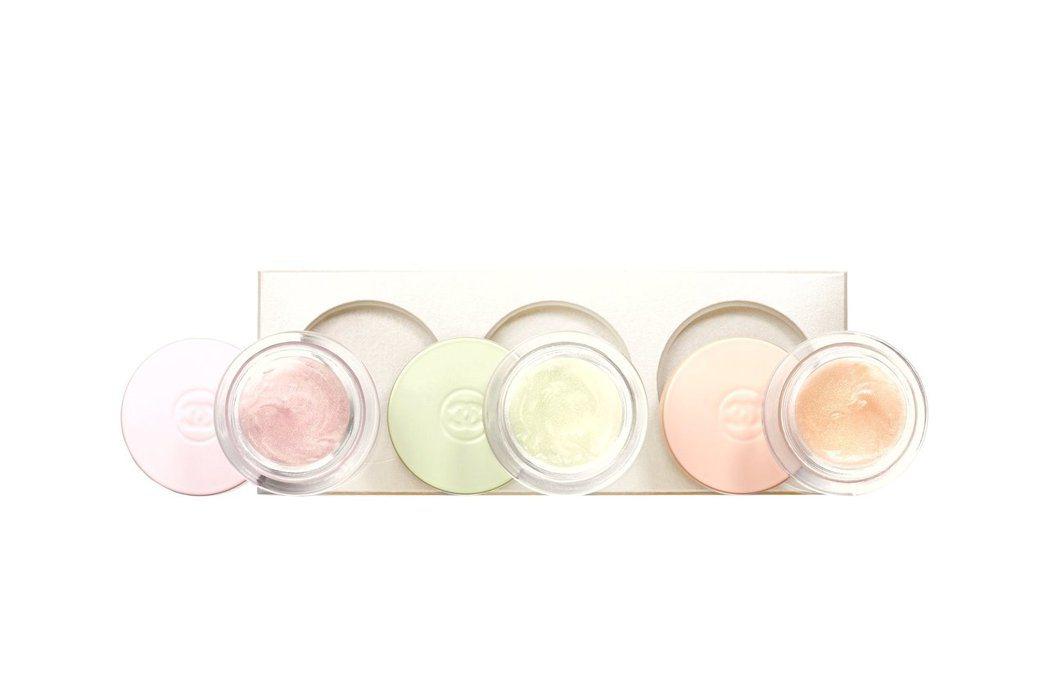香奈兒推出匯集3款香調的CHANCE珠光柔膚香氛凝露組。圖/香奈兒提供