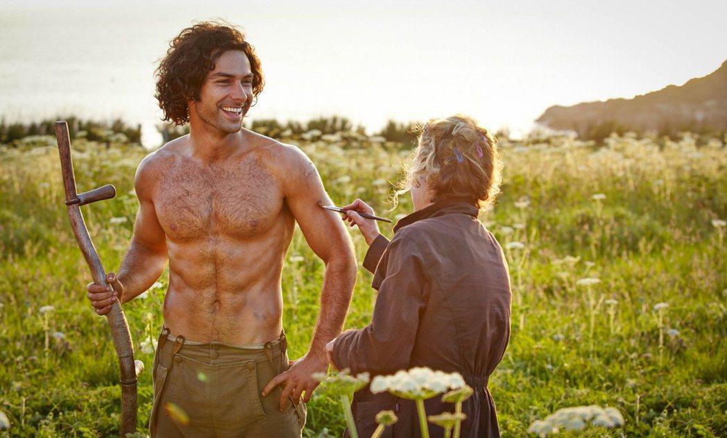 艾登透納在「波達克」裸上身引爆話題後,掀起英國電視「男神熱」。圖/摘自imdb