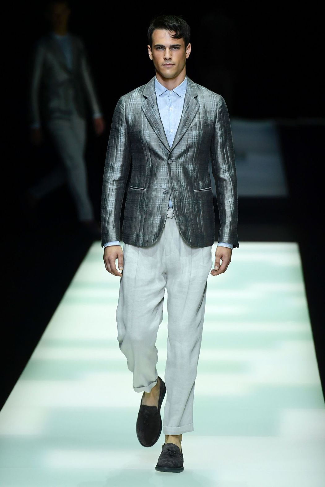 Giorgio Armani 2018春夏男裝,大秀經典剪裁西裝。
