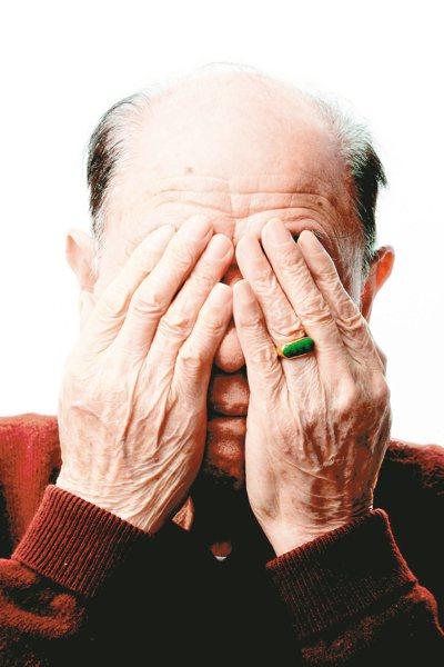 老人家常見的眼睛疾病除青光眼、白內障外,黃斑部病變也會隨著年紀增長,發生率大幅提...