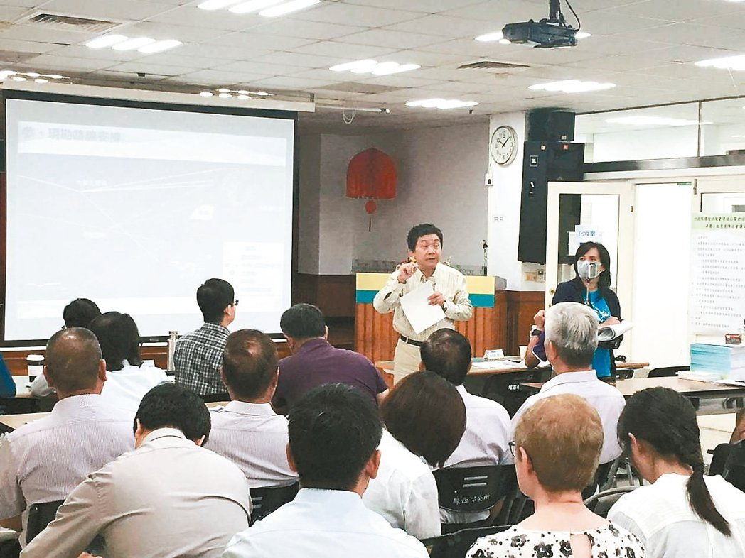 3家再生能源開發商到彰化縣線西鄉公所舉辦說明會。 圖/環保聯盟提供