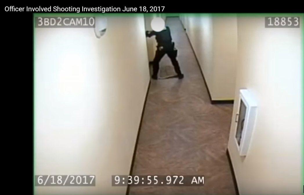 西雅圖警員日前射殺非裔孕婦查琳娜‧賴利絲,跟據警方公布的錄音顯示,警員未攜帶電擊...