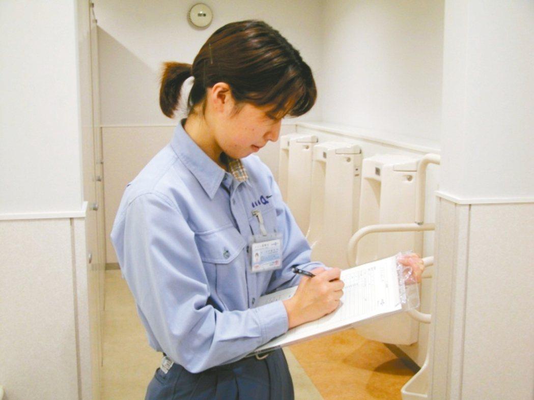 廁所乾淨與否已經等於百貨、餐廳的第二門面,診斷士透過科學儀器蒐集廁所裡的各種數據...