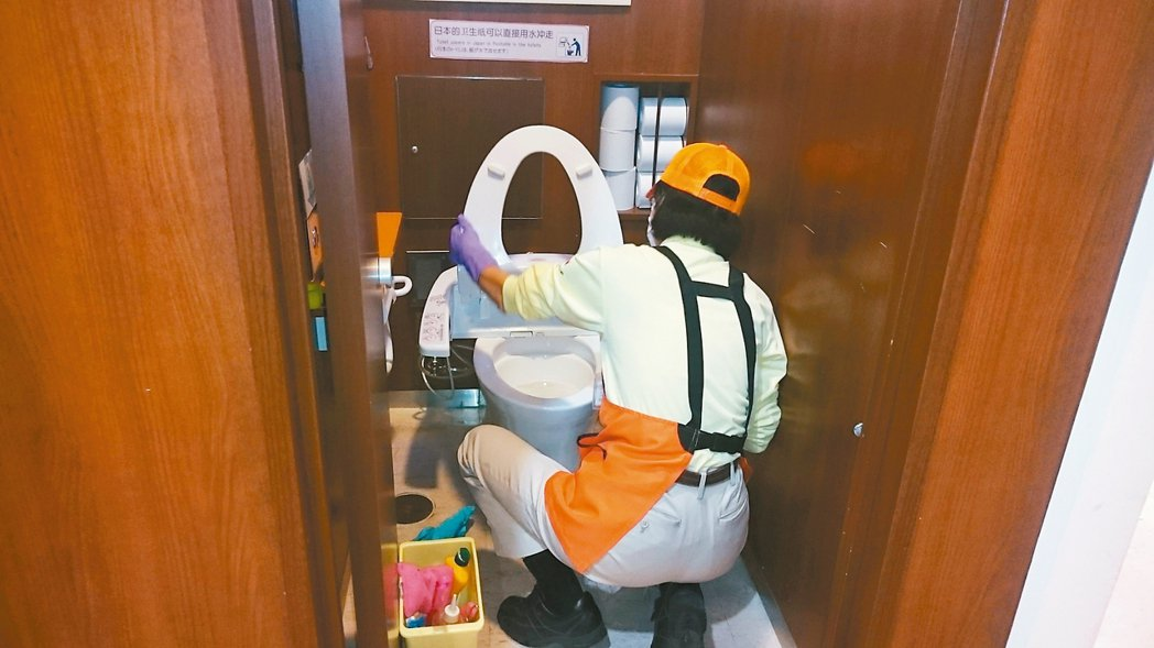 新東名高速公路休息站清潔人員透過研訓交流,提升效率。 NEXCO中日本公司/提供