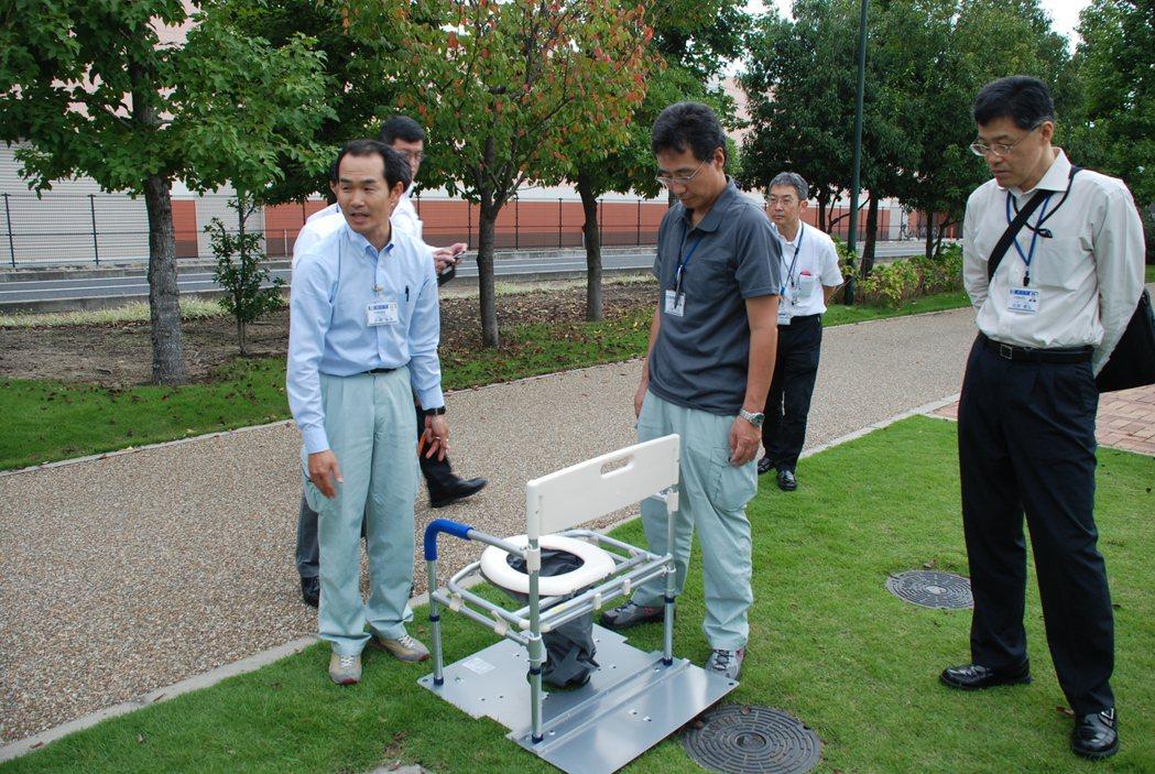 日本岡山市防災公園,設有流動簡易廁所,若遇災難可立即運用。圖/新竹市消防局提供