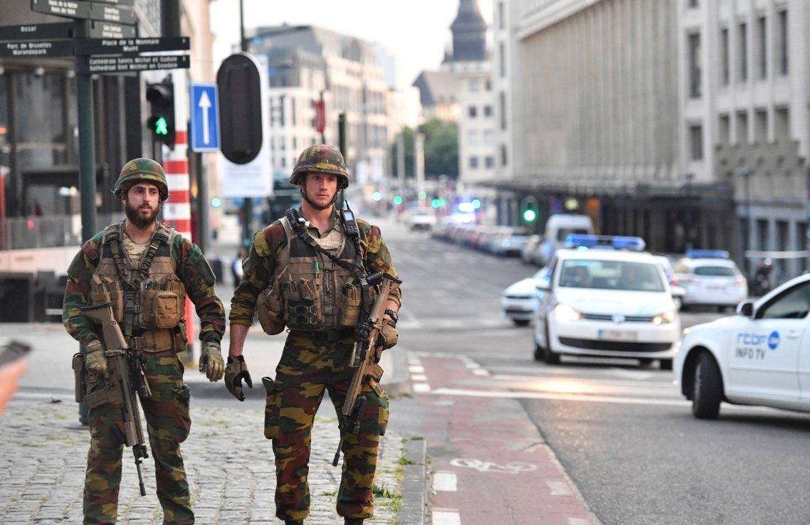布魯塞爾的中央車站驚魂,是繼19日巴黎香榭大道攻擊案後,西歐地區24小時之內的第...