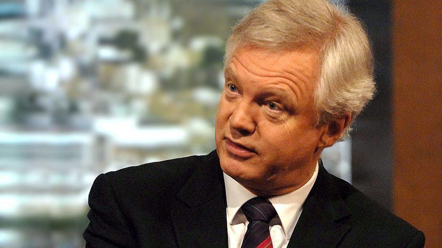 目前擔任英國脫歐事務大臣的戴維斯(David Davis),可望成為新政府首相的...
