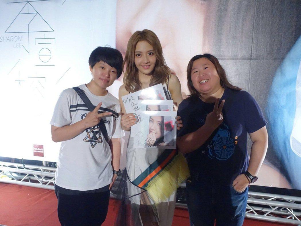 李宣榕日前在台南、台中舉辦簽唱會,有粉絲支持她10年。圖/寶麗來國際娛樂提供