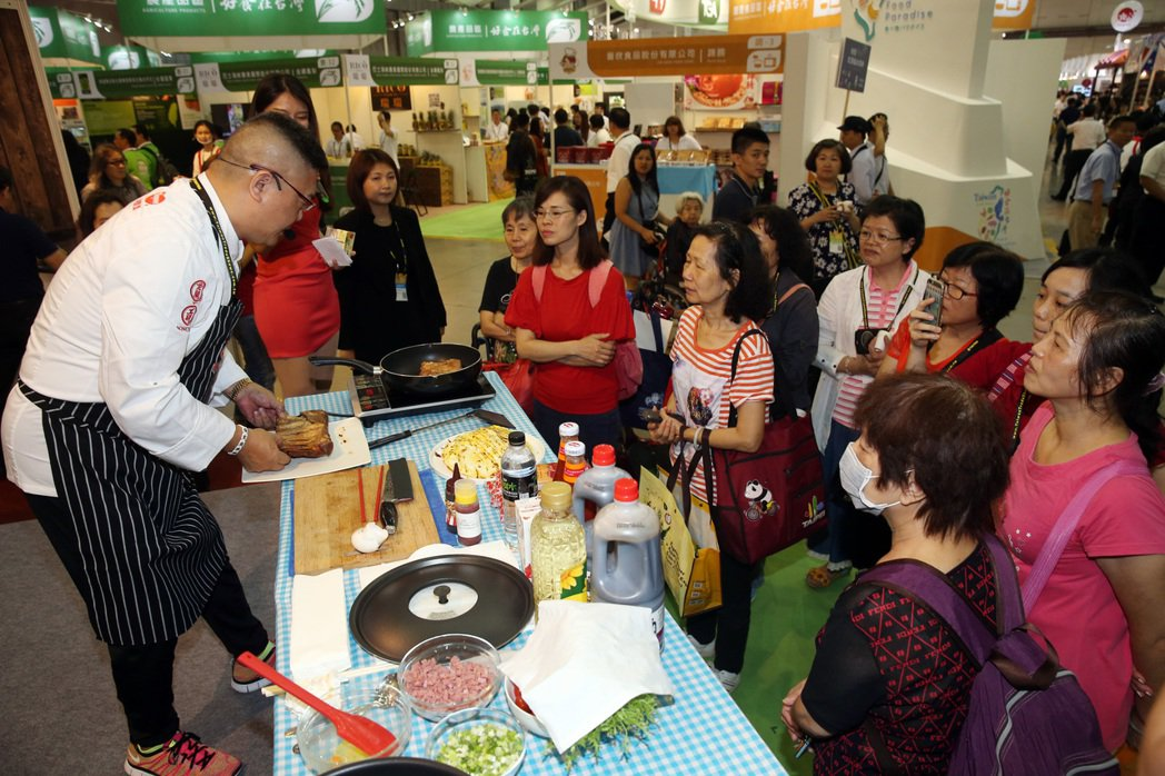 台北國際食品展等五展上午開幕,吸引很多國外買主和國內民眾到場參觀。記者曾吉松/攝...