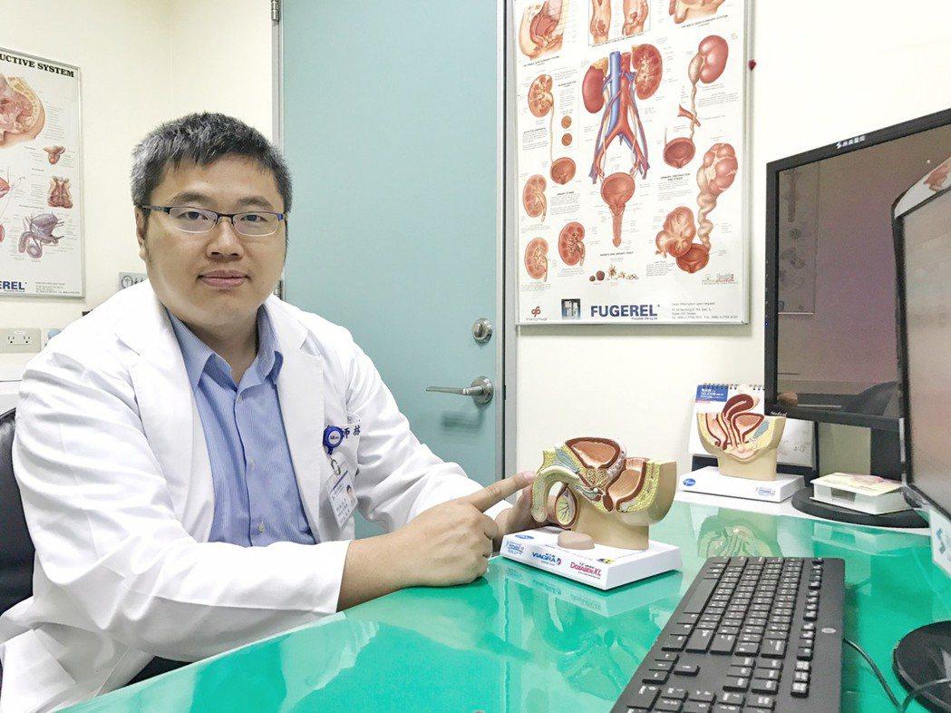 烏日林新醫院泌尿科醫師林德祺指出,透過生活型態改變和藥物,可以改善膀胱過動症。照...