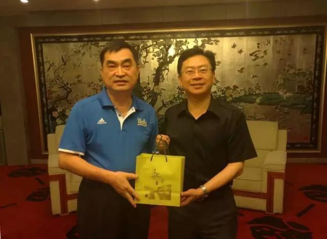 廣東省台辦副主任侯振富(右)。圖/微信公眾號印象粵台