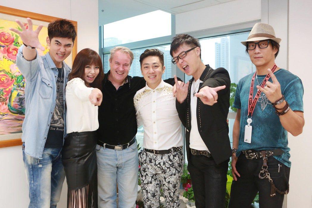左起艾成、王瞳、司徒松、何豪傑、樂咖、大雄。圖/北七樂團提供