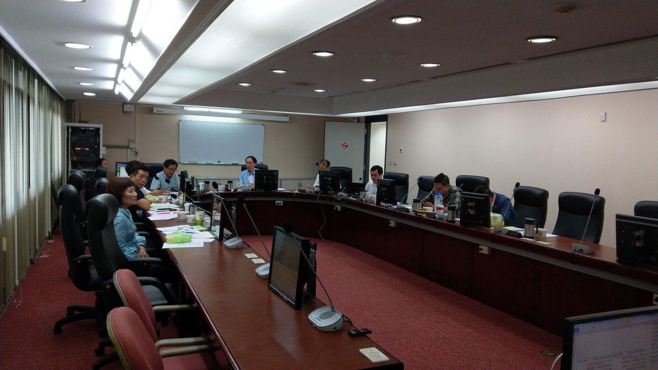 台北市議會法規會審查北市房屋稅徵收自治條例修正案,今天一讀通過。記者楊正海/攝影