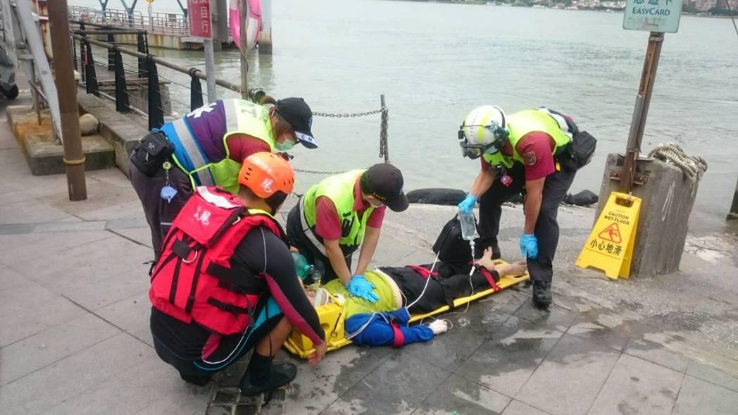 高中生英勇救人,持續施作CPR直到救護人員接手。記者陳雕文/翻攝