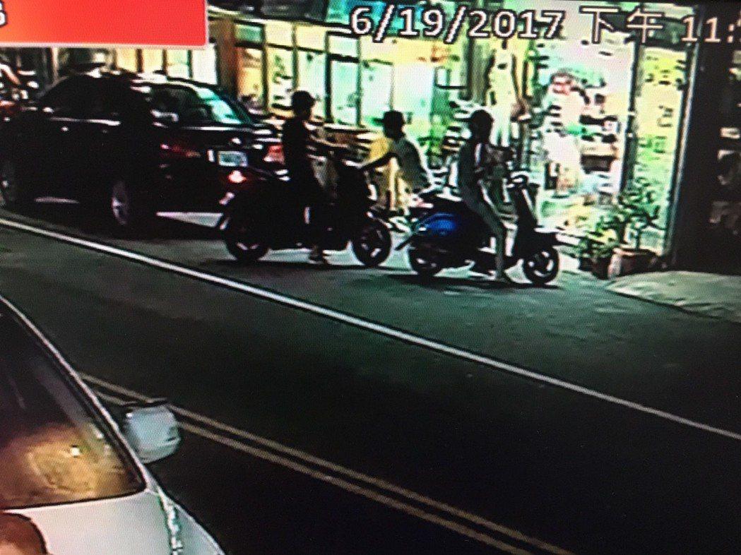 3名未成年少年在做案前,到大買場購買二氧化碳鋼瓶,全被監視器錄下。圖/大甲警分局...
