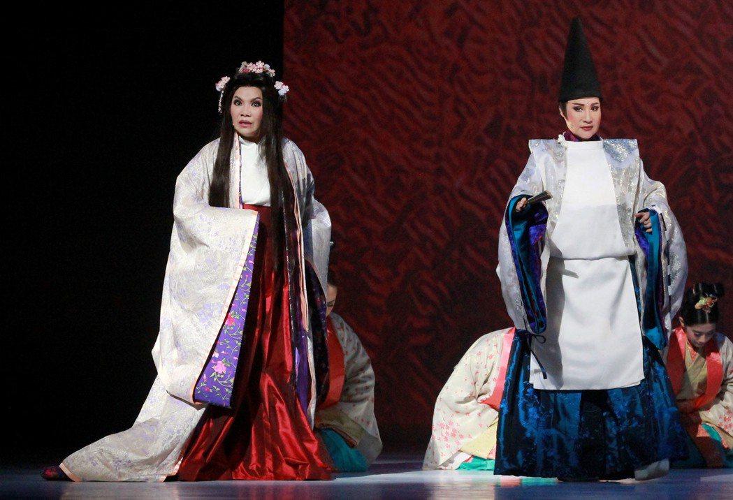 唐美雲(左)與小咪。圖/民視提供