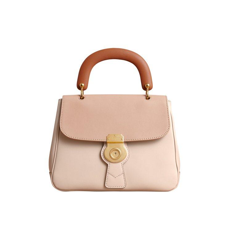 DK88石灰岩/蜜金色中型提柄包,售價86,000元。圖/BURBERRY提供