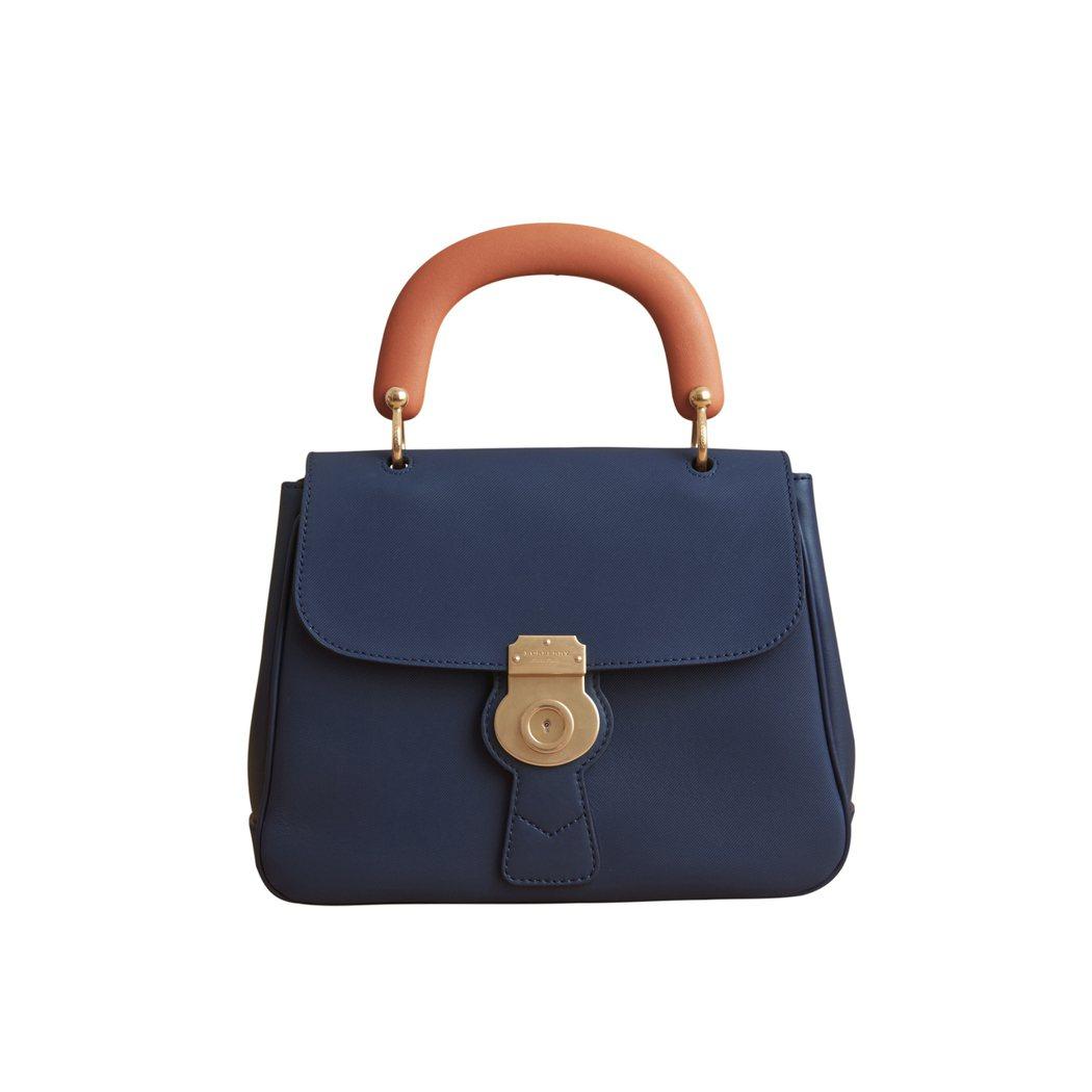 DK88墨藍色中型提柄包,售價86,000元。圖/BURBERRY提供