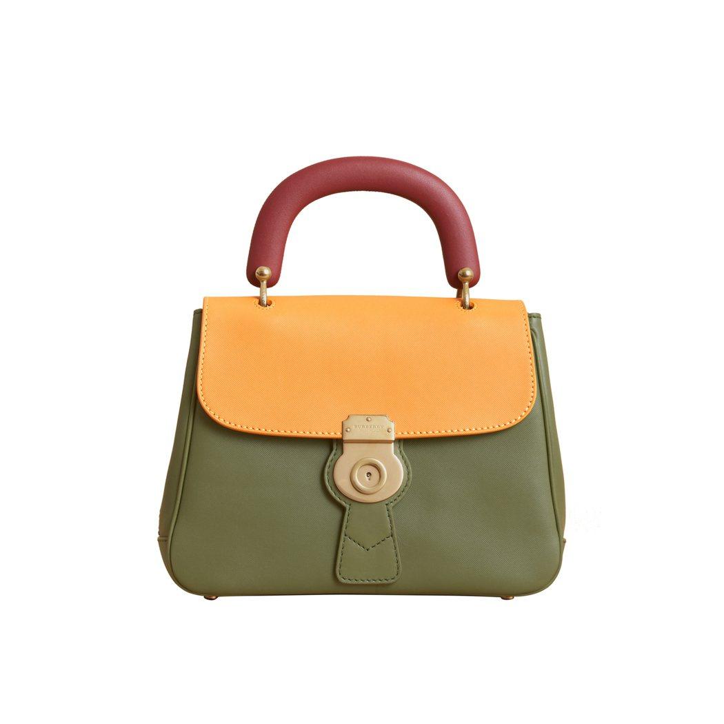 DK88青苔綠/赭石黃中型提柄包,售價86,000元。圖/BURBERRY提供