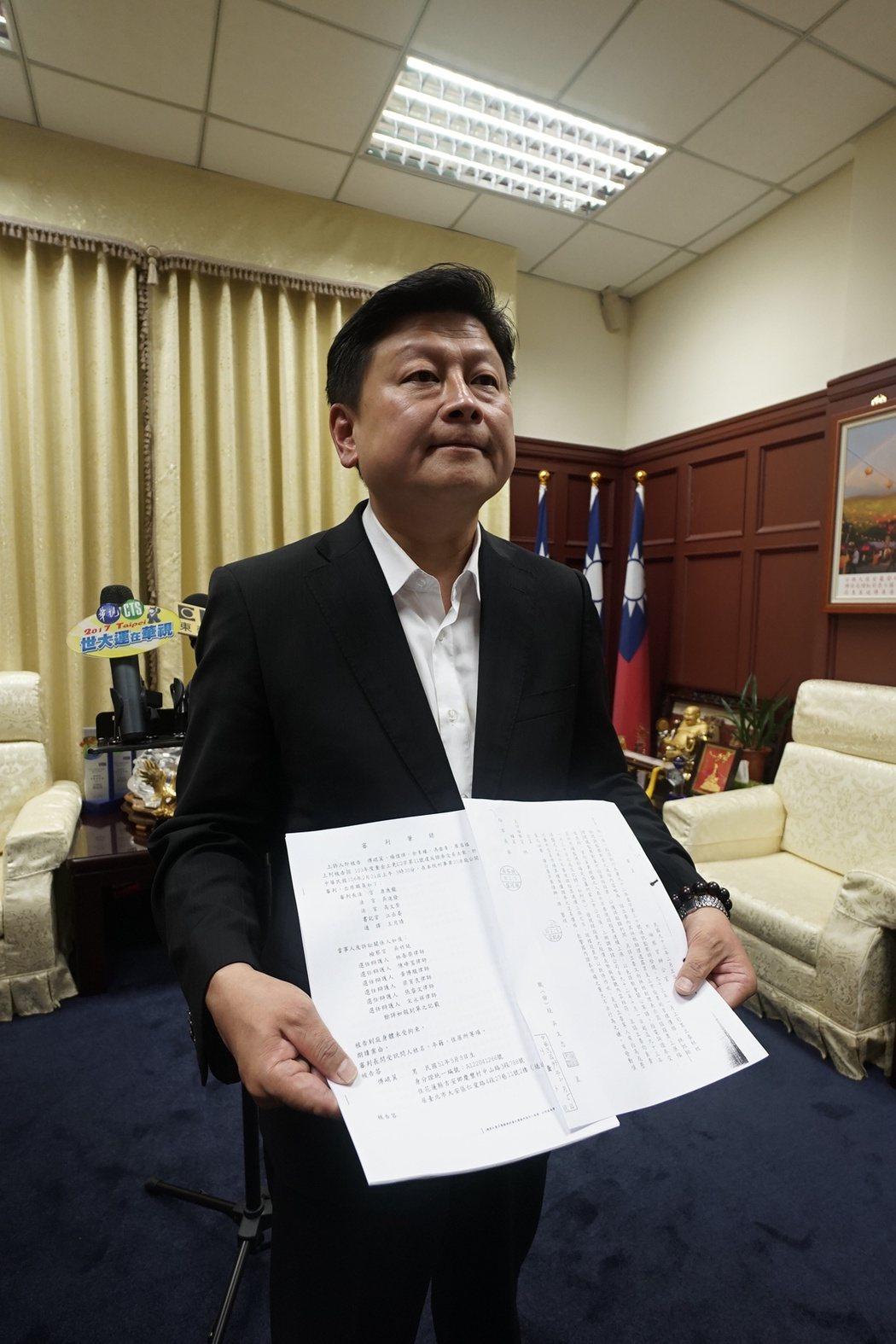 傅崐萁公布審判筆錄,指遭受司法迫害,他會上訴到底。記者王燕華/攝影