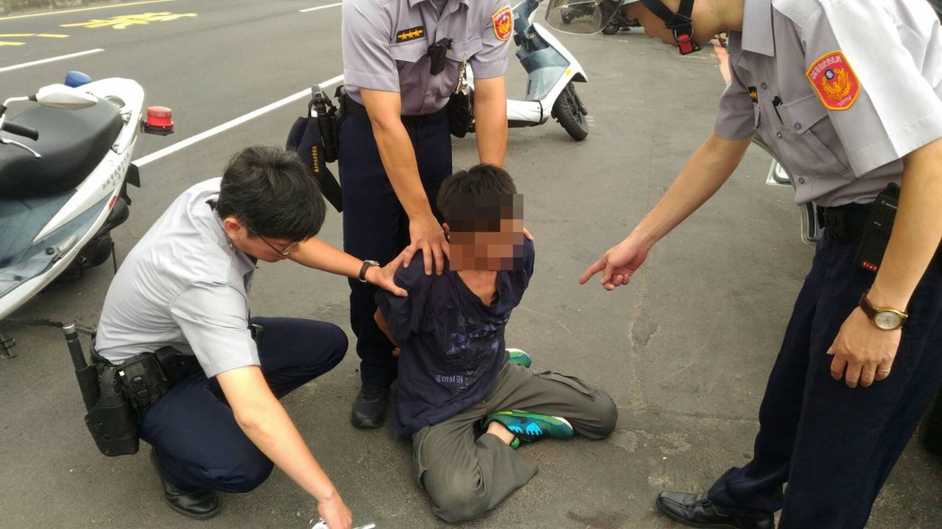 嫌犯心虛想逃,仍被警方逮捕歸案。記者陳雕文/翻攝