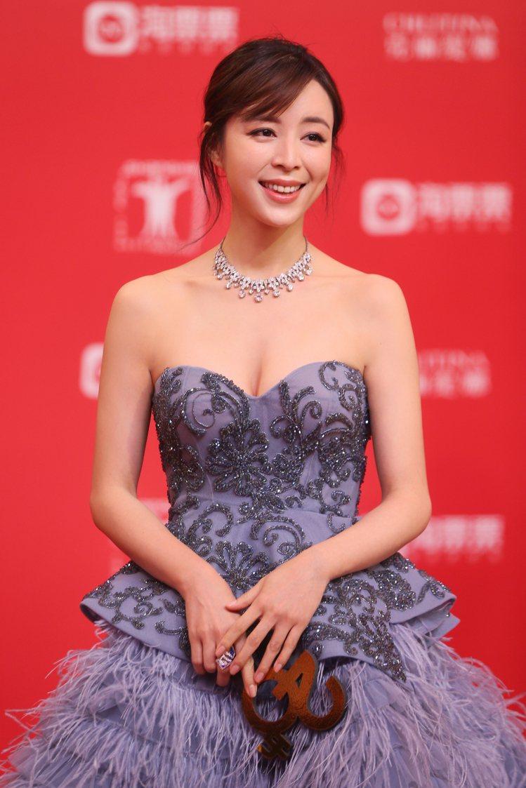 張靜初配戴Heritage典藏系列鑽石項鍊出席上海電影節開幕紅毯。圖/BVLGA...