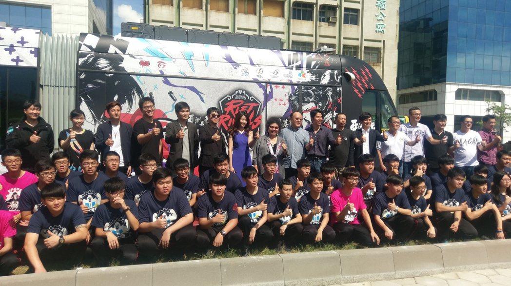 「英雄聯盟」亞洲對抗賽,將於7月6日至9日在高雄展覽館登場,爭奪亞洲第一。高雄輕...