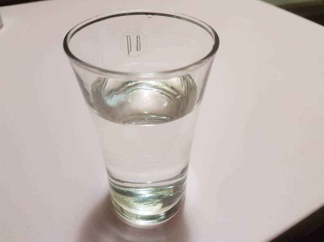 內科醫師巫慶仁說,許多人在炎熱陽光及高溫環境中活動,卻未攝取足夠水分,容易發生脫...