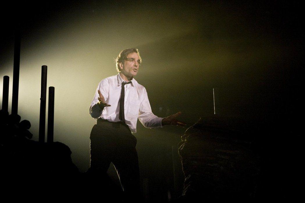 「華麗年代」丹尼爾戴路易斯展現歌舞功力,評價卻不如預期。圖/摘自imdb