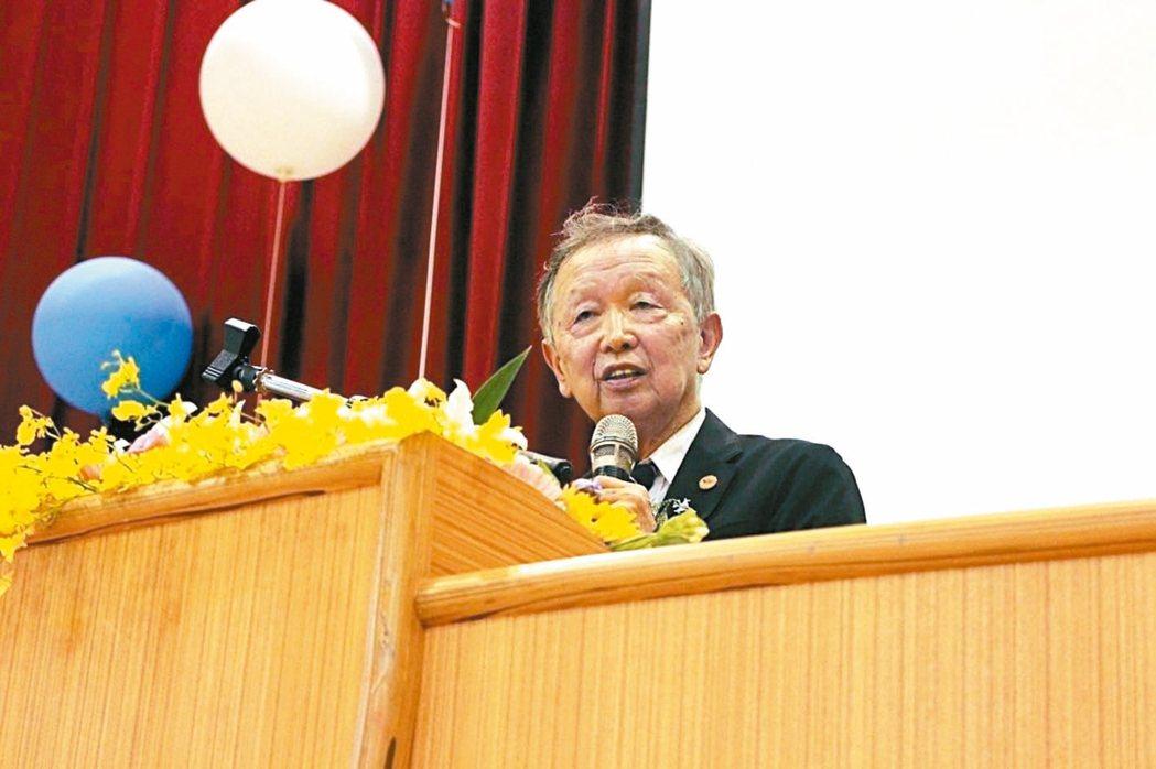 清大榮譽講座教授李家同昨天接受電台訪問表示,台灣的教授薪水太低,大學不可能在世界...