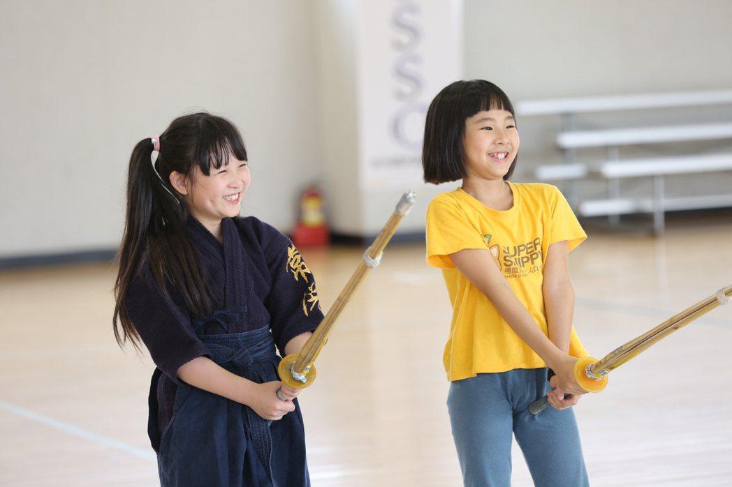 劍道主題營隊課程讓小朋友訓練體力和專注力。 記者陳珮琦/翻攝