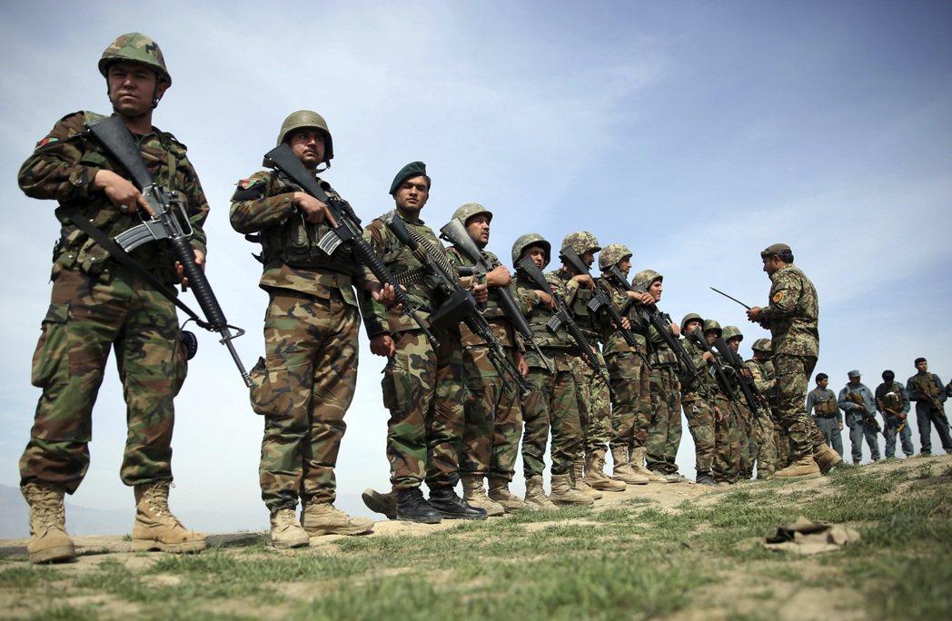 美國國防部遭批浪費美國納稅人數千萬美元公款,為阿富汗購置不適合沙漠作戰的迷彩軍服...