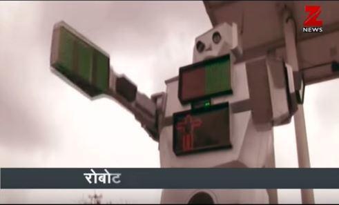 印度中部大城印度爾(Indore)最近與大學合作,在繁忙的十字路口放置機器交通警...