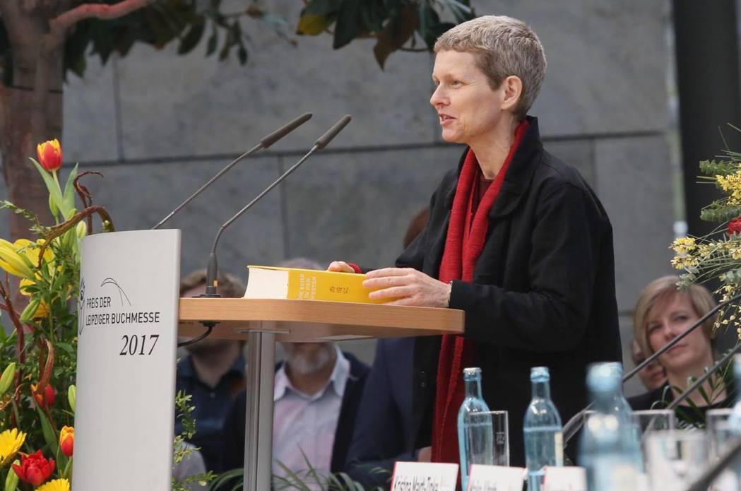 瑞士漢學家林小發花了十年時間翻譯《西遊記》,並因此獲得2017年萊比錫書展的翻譯...