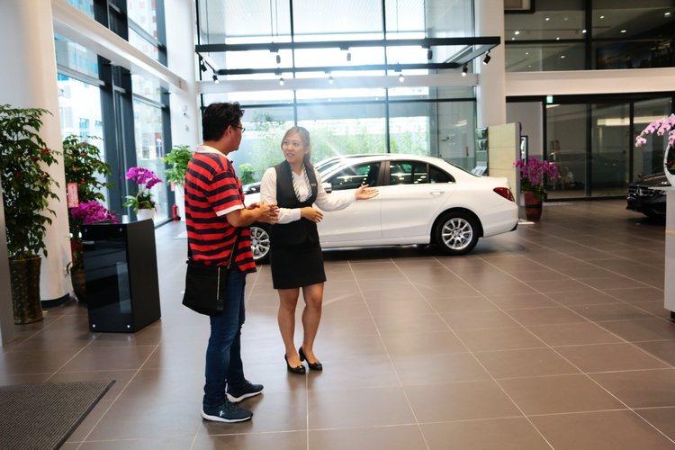 萬一找不到理想車款,直接向銷售人員表明屬意的車款及預算,還有代客搜尋服務。 Auto-online汽車線上總編輯羅焜平提供