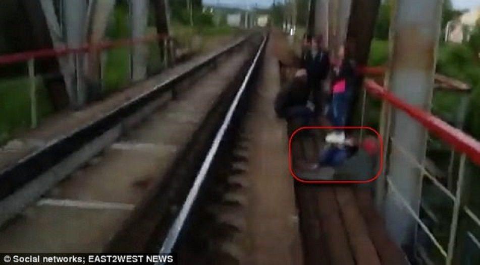俄羅斯年輕人吹起「終極自拍」熱潮,警方警告,隨著假期到來,類似的遺憾可能再度發生...
