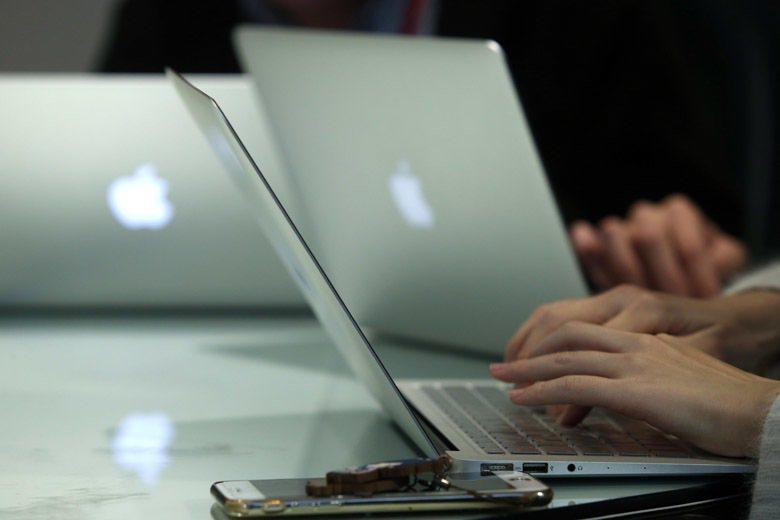 每到報稅季節,便是蘋果電腦使用者抱怨報稅軟體難用的季節,究竟政府發包製作的軟體出...