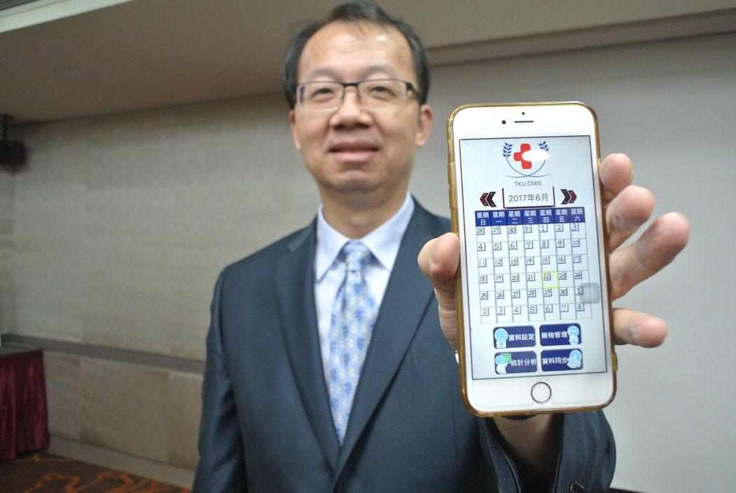 台北榮總醫師王署君建議,有頭痛問題的民眾可利用手機APP寫頭痛日記,能協助醫師更...