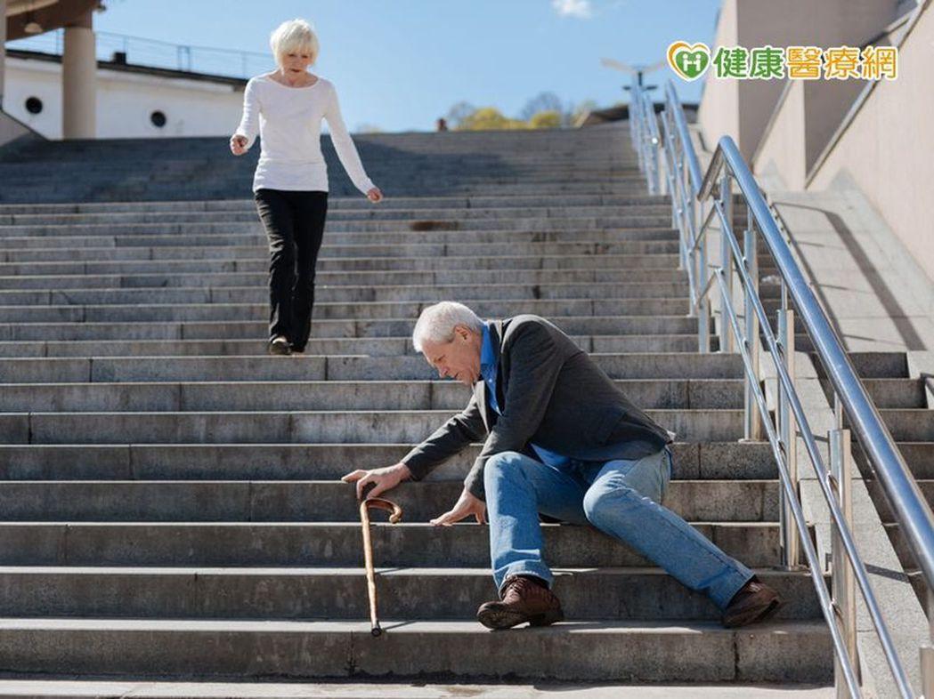 銀髮族會容易跌倒,其實和肌少症大有關係。