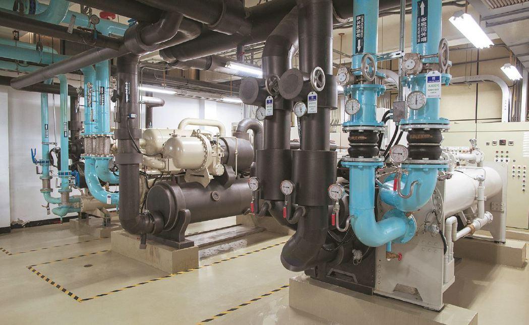 磁浮冰水機在中央空調扮演關鍵角色,可減少馬達耗電及達成智慧控制,有效提高中央空調...