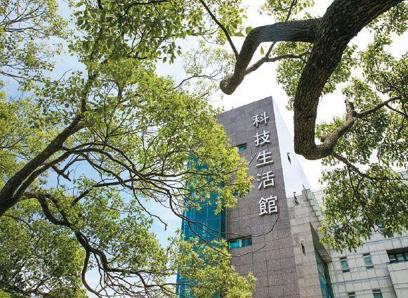 竹科生活館是工研院Green Campus 計畫的應用,透過改造老舊建築與基礎設...