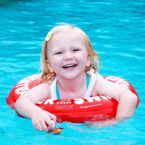 炎炎夏日親子一同戲水,不僅增進感情還能訓練小朋友不怕水。圖由廠商提供。