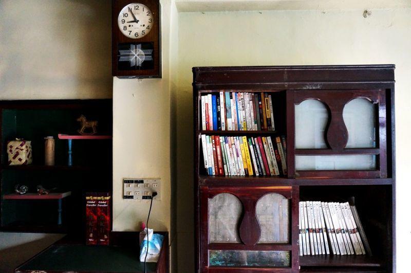 指針就那樣停留在某年某月某一天,老屋也保存了舊時的韻味。(林郁姍/攝)
