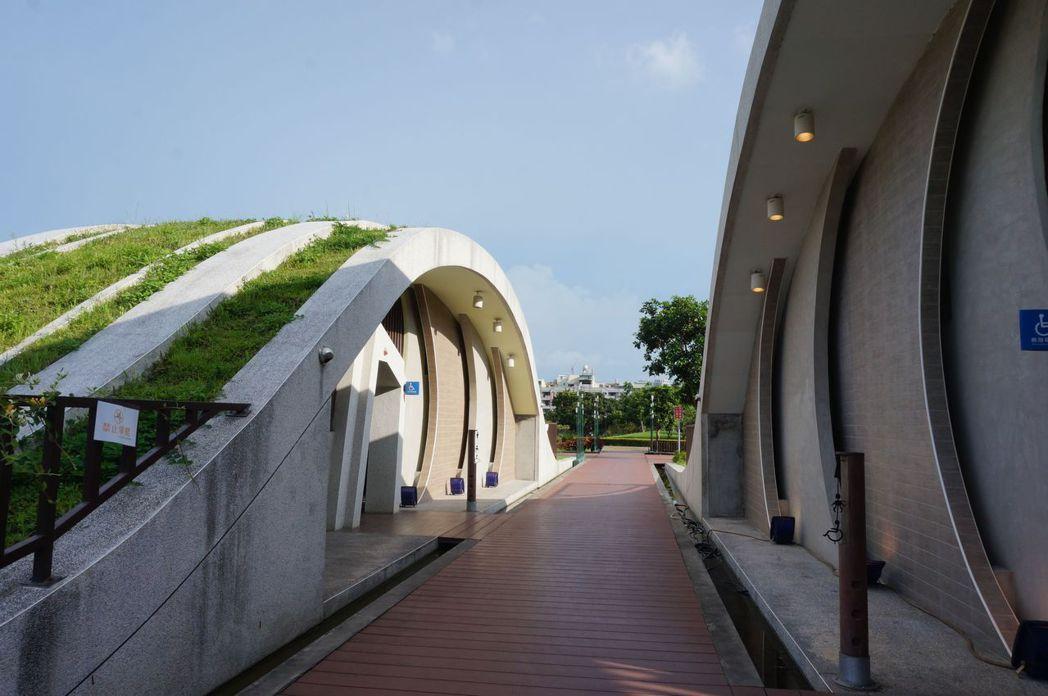 台中市西屯區文修公園的公廁,強調通風設計,可保持廁所通風。記者洪敬浤/攝影