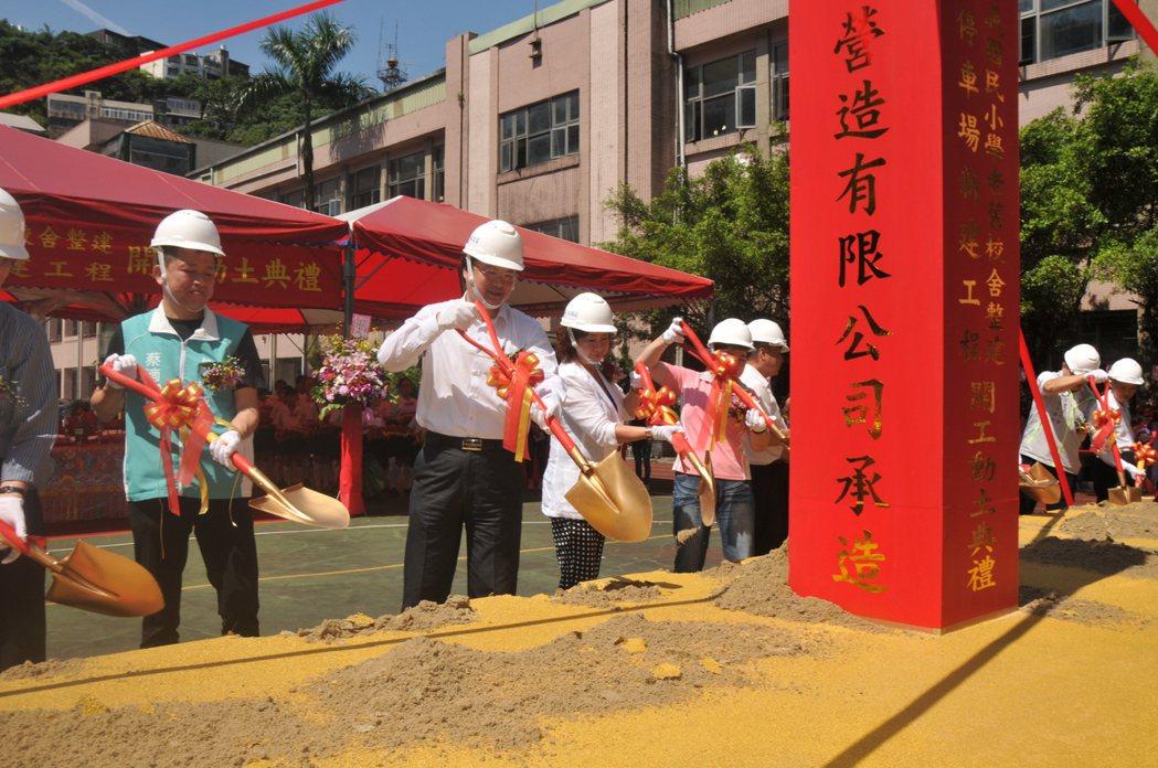 信義國小校舍改建及地下停車場興建今天動土。記者游明煌/攝影