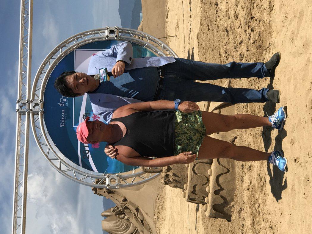 第一代救生員馮新生,想起福隆海水浴場早年盛況,感慨萬千。記者吳淑君/攝影