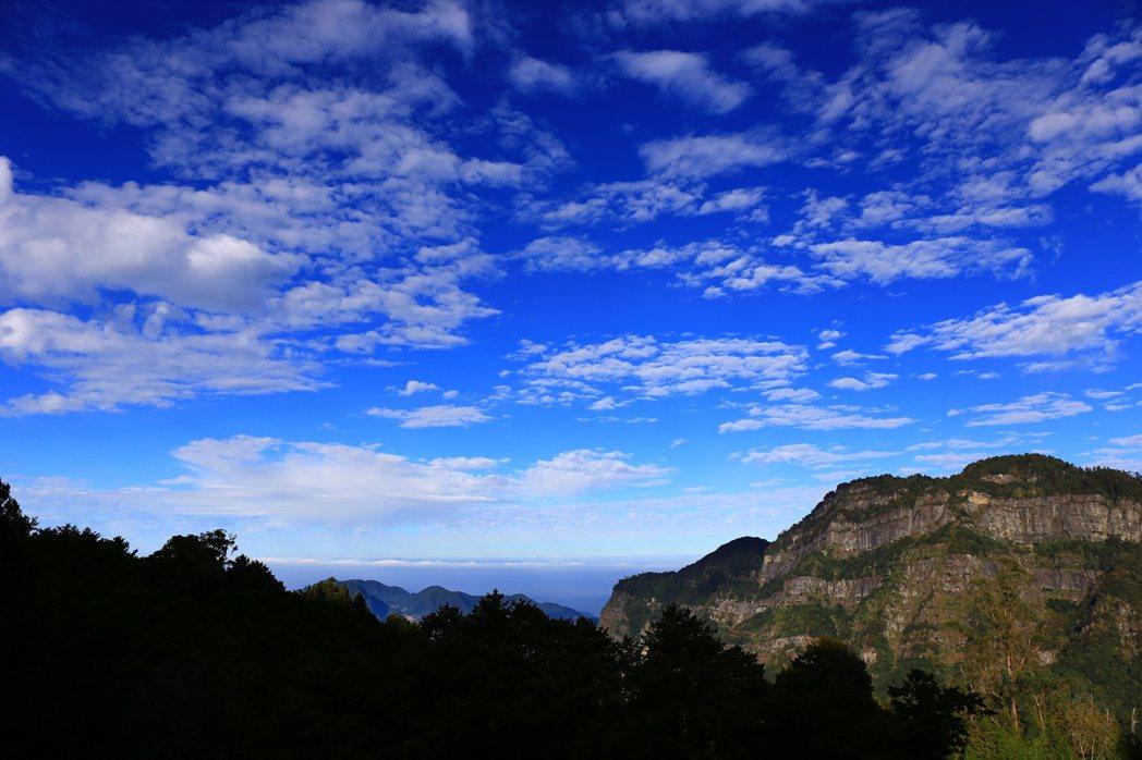 阿里山的塔山奇岩。圖/嘉義林區管理處提供