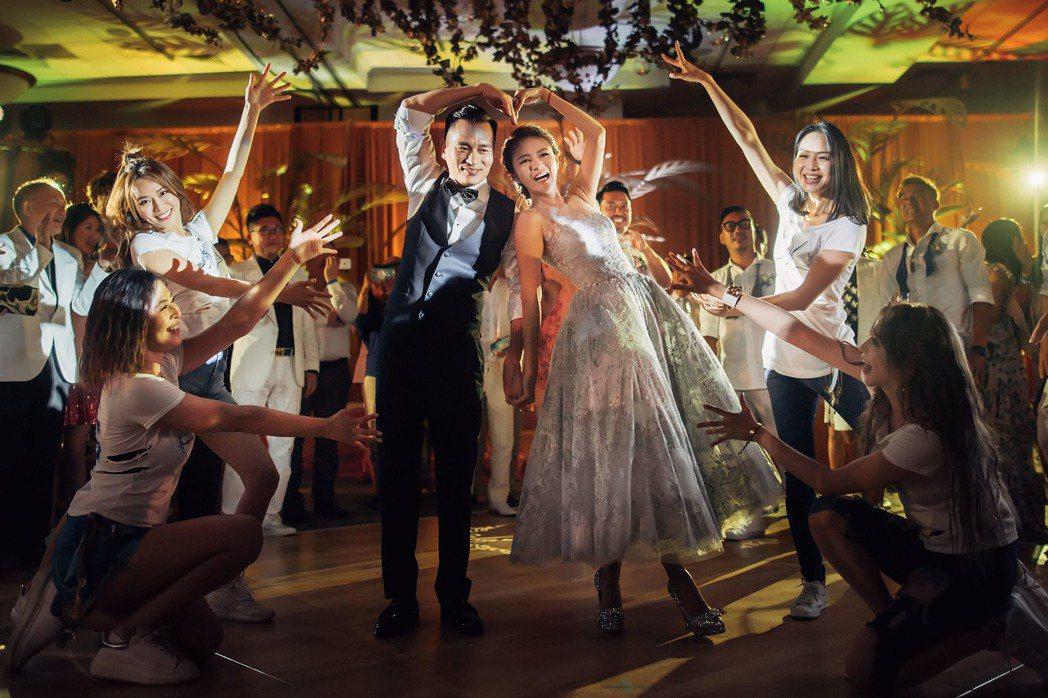 安以軒(右)與陳榮煉在夏威夷的婚禮熱鬧非凡。圖/安以軒工作是提供