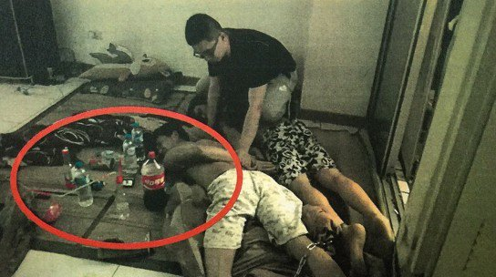 警方查獲臺灣扁柏國有貴重大小木塊、二級毒品安非他命等證物。記者許家瑜/翻攝