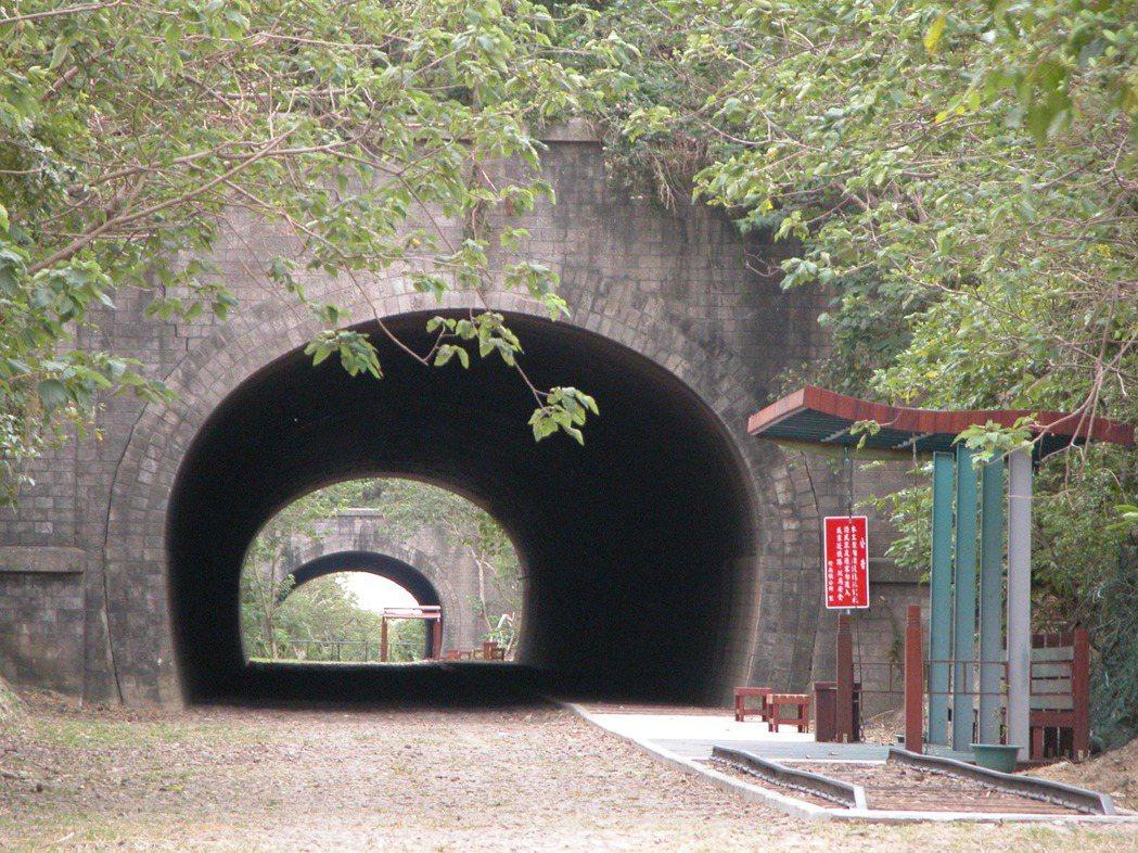 竹南鎮崎頂子母隧道風貌原始又有歷史淵源,景色優美。本報資料照片